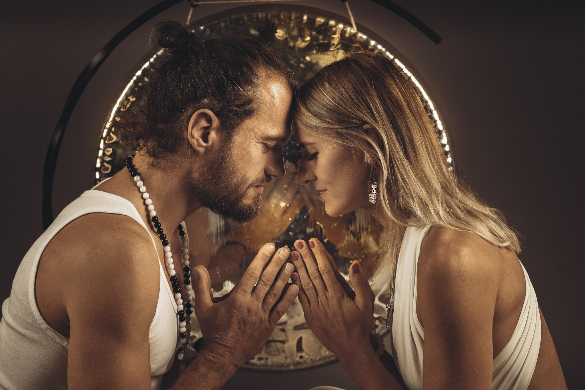 Muž a žena: Tanec dualit - párová jóga se zvukovou lázní